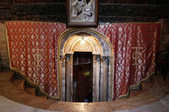 church-of-nativity-tomb-cc-waynemclean