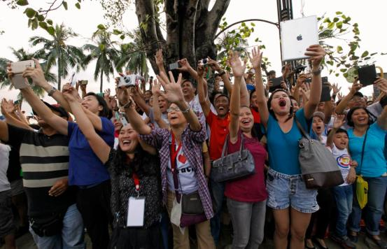 People greet Pope Francis in Manila