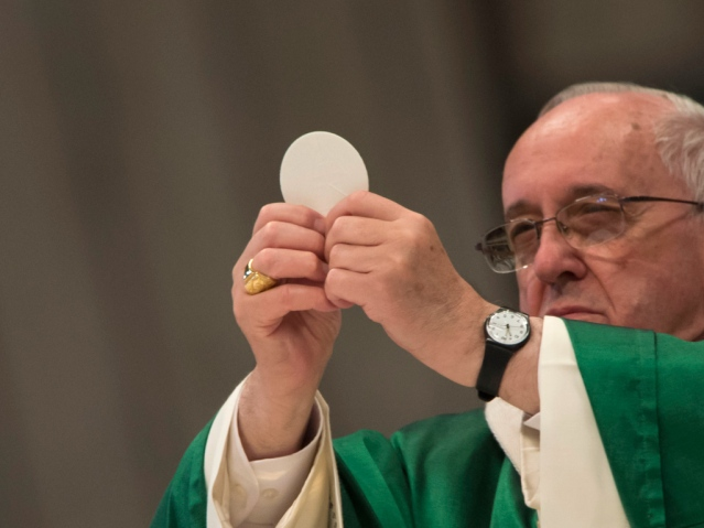 Pope-Francis-Eucharist-at-Mass-in-St-Peter-s