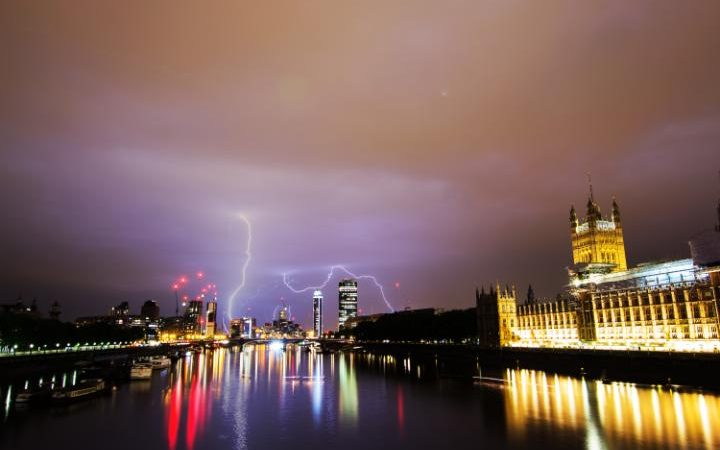 Lightning_Over_London-large_trans++ZgEkZX3M936N5BQK4Va8RWtT0gK_6EfZT336f62EI5U
