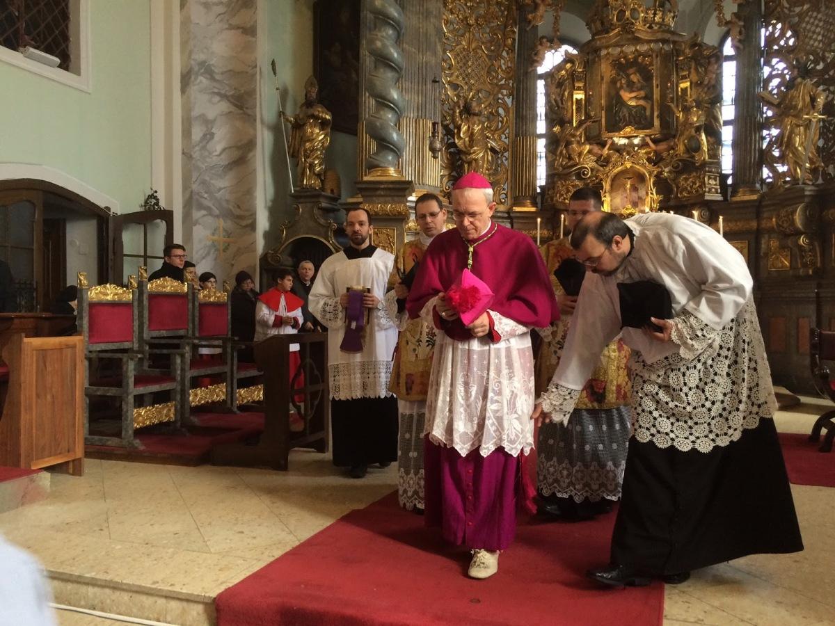 FAKE NEWS: Bisschop Athanasius Schneider zou reisverbod opgelegd gekregen hebben