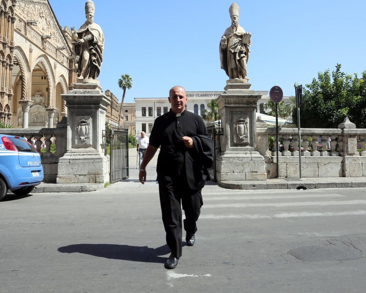 Aartsbisschop van Palermo publiceert decreet dat excommunicatie van Don Minutella bevestigt